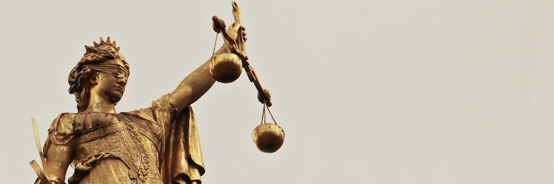 Hukuk Fakültesi 2021 Taban Puanları ve Başarı Sıralamaları